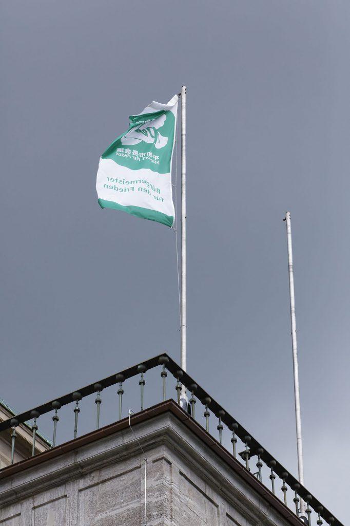 Die Flagge der Mayor of Peace