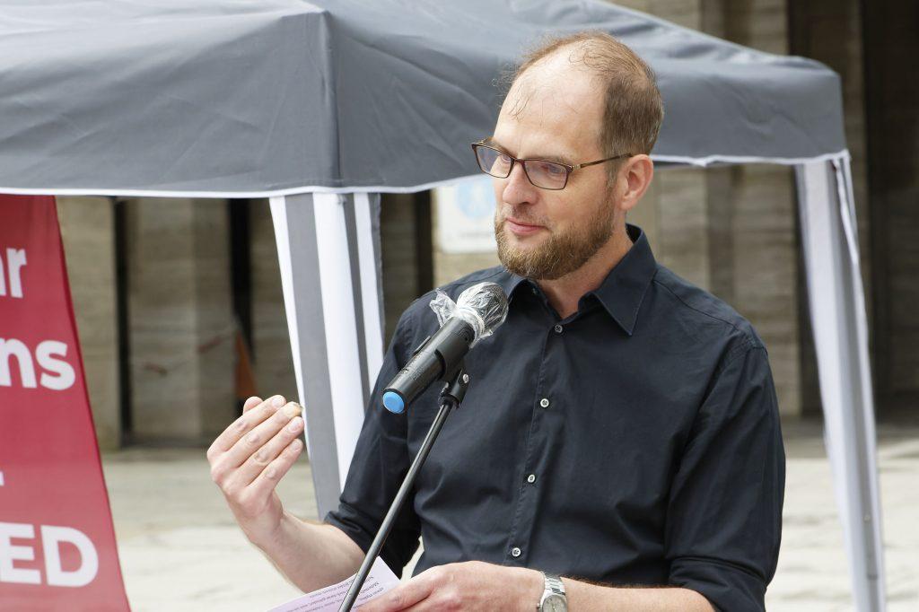 Fabian Liedtke liest die Übersetzung von Rima Ideguchi