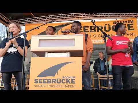 Seebrücke Bochum: Im Gespräch mit Geflüchteten aus Guinea (Demo 06.10.2018)