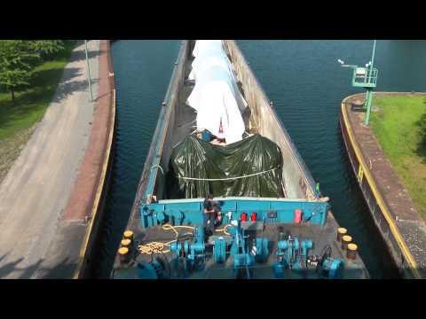 Atommüll-Transport in der Schleuse Herne-Wanne